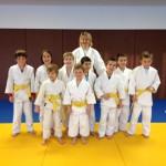 Les participants du cours d'initiation n°12 avec leur entraîneur, Gabriella Chavanne, à l'issue des examens finaux de ceinture jaune.
